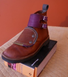 derby boot w/color accents